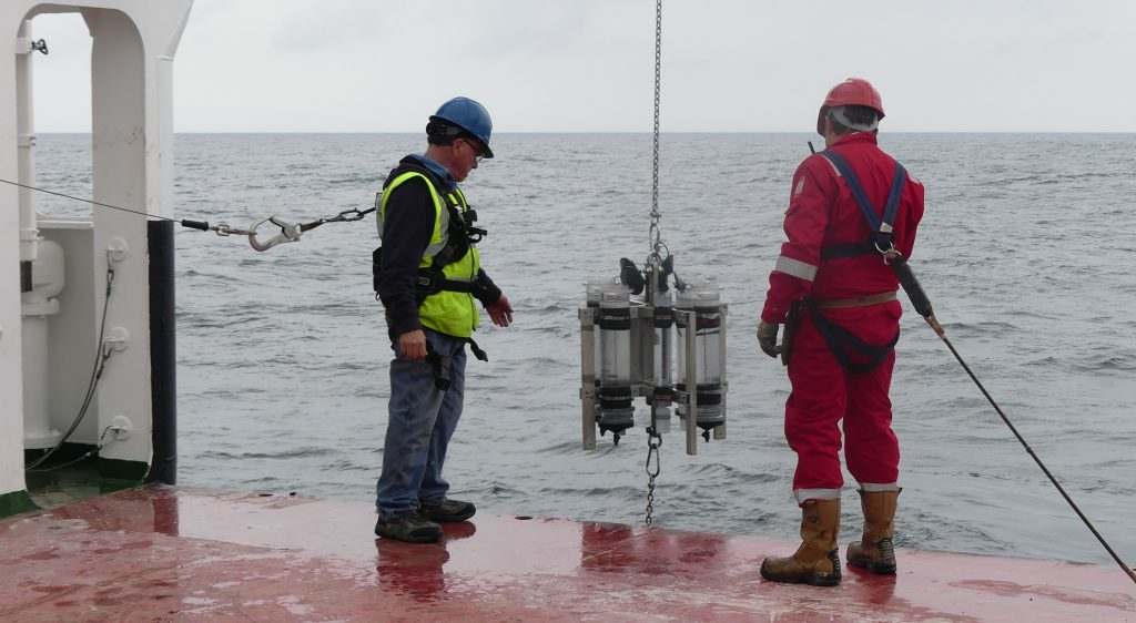 Steve Pike (left) deploying the Surface Tether Trap (STT) over the side.